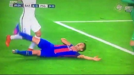 Los momentos más polémicos del Barça-PSG: los penaltis que no eran (vídeo)