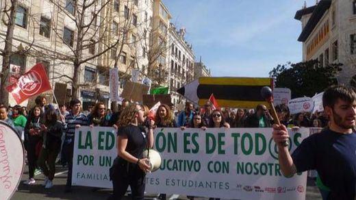 Éxito en una huelga de educación silenciada por el Gobierno: seguimiento del 65% de trabajadores y del 85% del alumnado