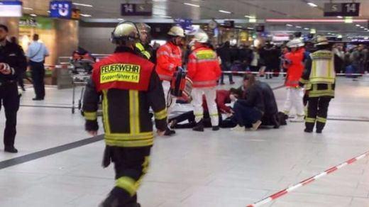 Un perturbado armado con un hacha sembró el pánico en Alemania y dejó 7 heridos