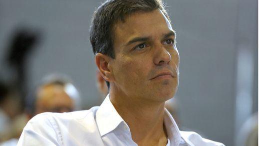 > Sánchez cuelga el cartel de 'aforo completo' en Cádiz exigiendo