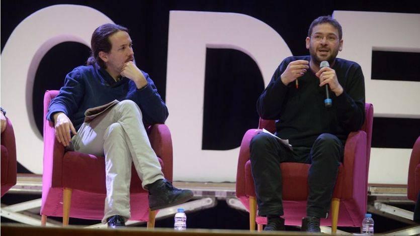 Pablo Iglesias escucha a Albano-Dante Fachin durante un acto en Cataluña el pasado febrero