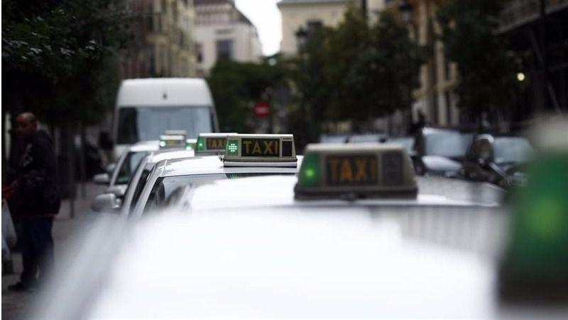Huelga de taxis contra Uber y Cabify: así se vive en Madrid y Barcelona