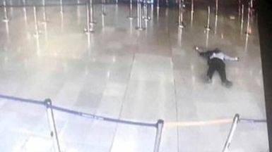 Abatido a tiros por la policía un hombre que robó el arma a un soldado en el aeropuerto de Orly