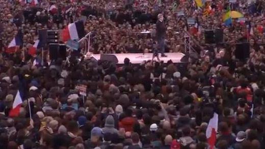 Jean-Luc Mélenchon, el candidato 'olvidado' de la izquierda francesa, hace una demostración de fuerza
