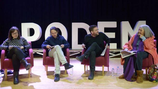 Pablo Iglesias participa en un acto junto a Albano-Dante, secretario general de Podem, Noelia Bail, secretaria de feminismos de Podem; y Àngels Martínez, responsable de economía de Podem.