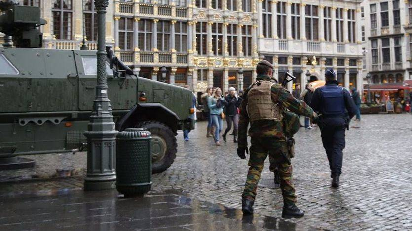 Alarma en Bélgica: la policía detiene a un individuo que intentó invadir con su coche una calle comercial de Amberes