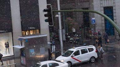 Nieve en la Gran Vía de Madrid