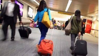 ¿Qué cosas puedes y no puedes llevar en el equipaje de mano en un avión?