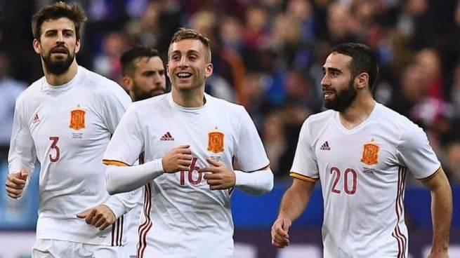 El videoarbitraje hace justicia y otorga a la Roja una victoria de prestigio en Francia (0-2)