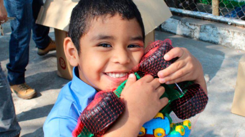 'Un Juguete, una Ilusión' bate récords: 350.000 juguetes y material educativo para niños de 13 países