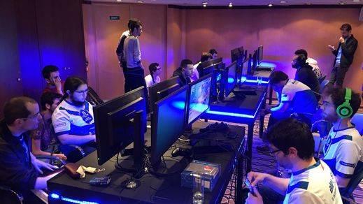 España también se impone en fútbol y baloncesto a nivel virtual