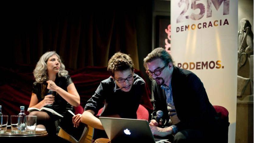 Íñigo Errejón junto a Jorge Lago y Jasmín Beirak en la presentación del Instituto 25M en 2015