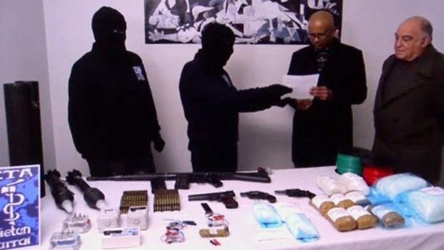 ETA cumple: ya ha entregado en Bayona las coordenadas de todo su arsenal de armas