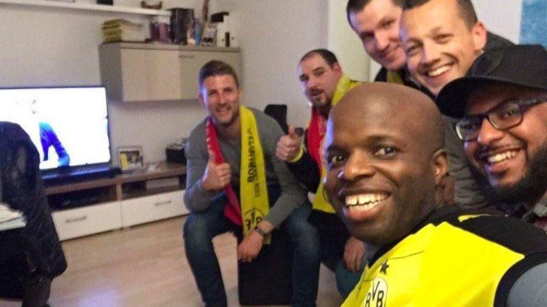 Un ejemplo de deportividad y hermandad: hogares alemanes acogen a los aficionados del Mónaco tras el atentado