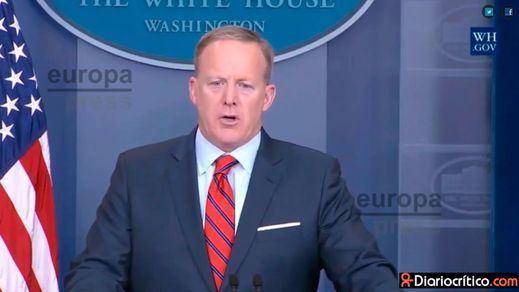 El portavoz de la Casa Blanca pide disculpas por su 'desliz' sobre el Holocausto