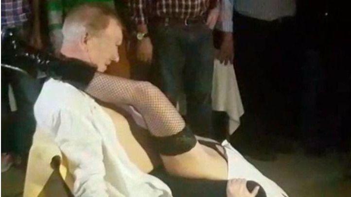 Trabajador del Ayuntamiento de Alcalá de Henares con una stripper