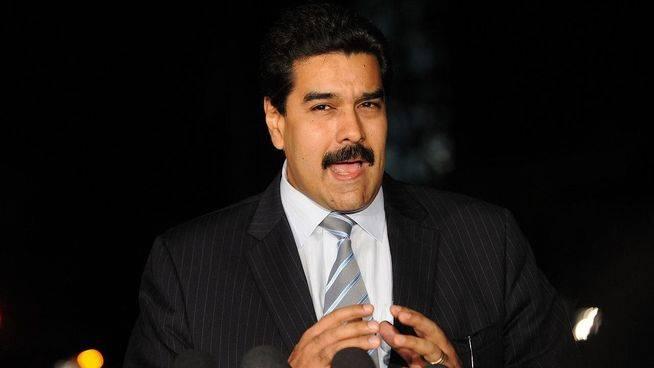 Maduro arma a civiles y se prepara para un golpe de Estado