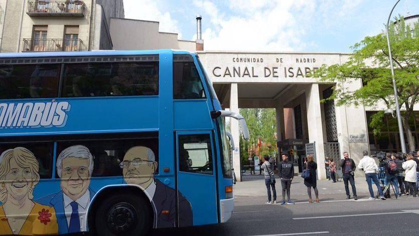 El 'tramabús' pasa por delante del Canal de Isabel II