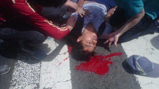 La violencia estalla en Venezuela: 3 muertos en las marchas de opositores y chavistas