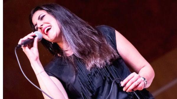 La magnífica voz de Davinia Pastor nos presenta sus 'Casualidades Firmes' en Libertad 8