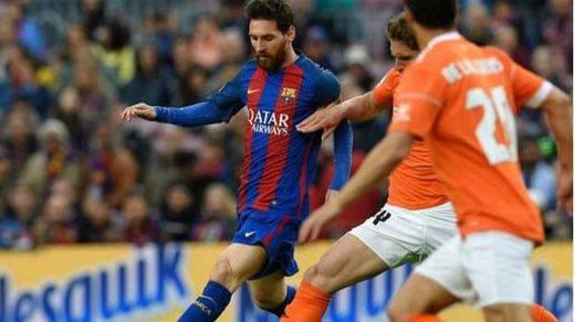 Las espadas siguen en alto: Barça (7-1 a Osasuna) y Madrid (2-6 al Dépor) humillan a sus rivales