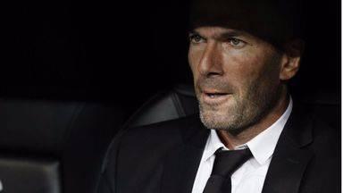 Zidane entra en la campaña electoral francesa: 'vota' a Macron y recibe duras críticas de Marine Le Pen