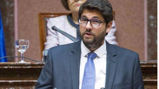 Ciudadanos vuelve a apoyar al PP: se abstiene 'por responsabilidad' y hace a López Miras presidente de Murcia