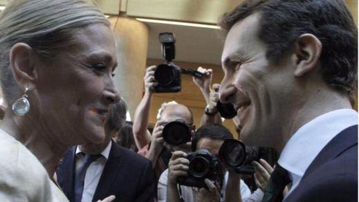 Cifuentes se consolida en los sondeos y Casado se perfila para suceder a Aguirre