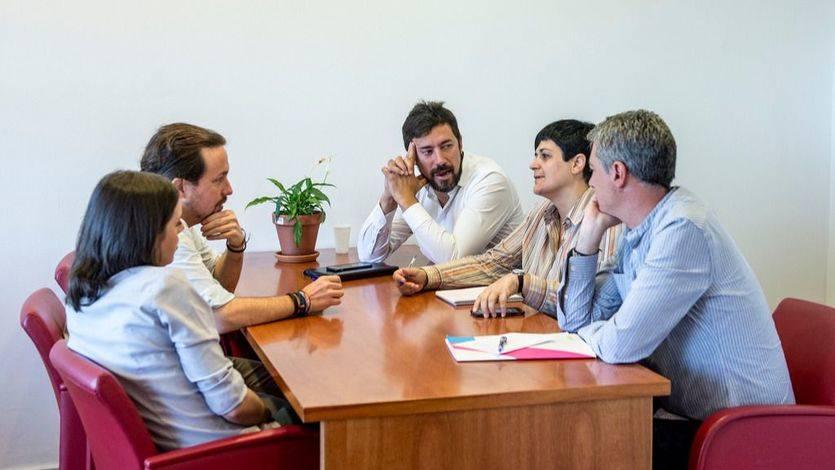 Podemos y Bildu se reúnen en el Congreso para hablar sobre la moción de censura