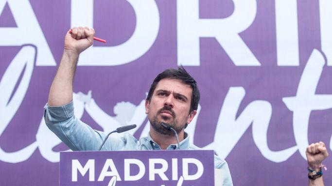 Ramón Espinar y Pablo Iglesias en el acto para impulsar la moción de censura contra el PP