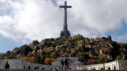 Todos los partidos, menos el PP, votarán a favor de sacar a Franco del Valle de los Caídos