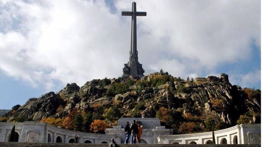 Contra todo pronóstico, la izquierda se divide sobre sacar a Franco del Valle de los Caídos