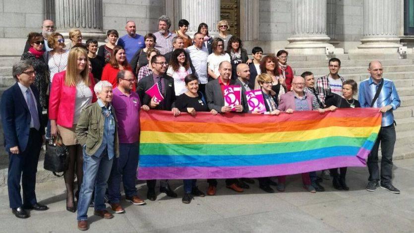 Críticas a Podemos por proponer que se multen comentarios en las redes sociales contra personas LGTBI