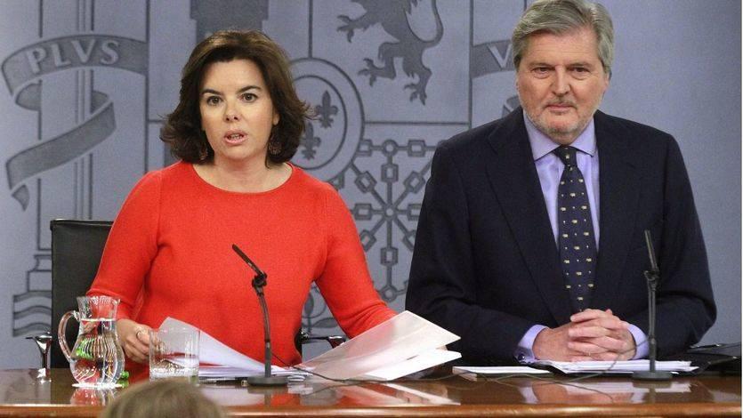 El Gobierno por fin concede un gesto a Cataluña invitando a Puigdemont a plantear el referéndum en el Parlamento