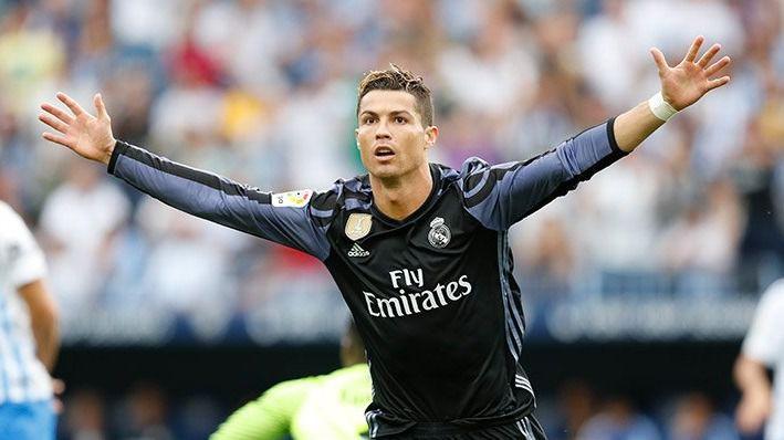 Al descanso, mejor imposible para el Madrid, que gana en Málaga y el Barça pierde en casa ante el Eibar (0-1)