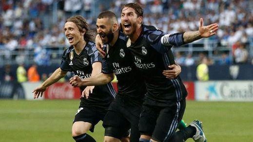 La Liga vuelve a vestirse de blanco: el Real Madrid estoquea al Málaga y se corona justo campeón (0-2)