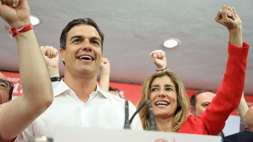 Los 'sanchistas' cantaron 'La Internacional' al más puro estilo de Podemos y Pablo Iglesias
