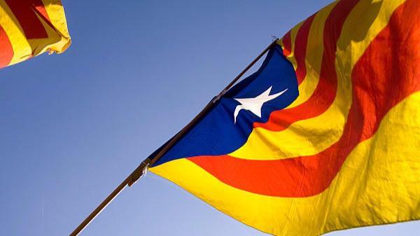 Los empresarios catalanes piden a Puigdemont que vaya al Congreso y respete la ley