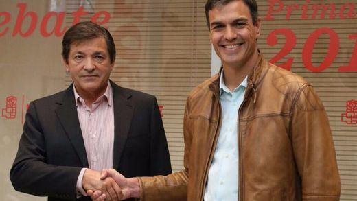 Sánchez intenta convencer a la gestora del PSOE de que no vote 'no' en el 'impeachment' contra Rajoy