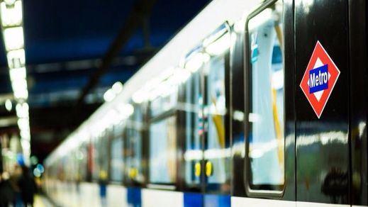 Un joven de 13 años pierde sus piernas en el Metro de Madrid al subirse al convoy de manera incorrecta