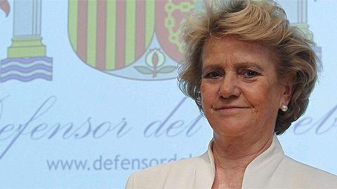 La Defensora del Pueblo, Soledad Becerril, deja el cargo en plena disputa con el Gobierno