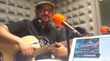 'Pedalear', bueno para la salud y para la música con el reciente disco de Javier Guerra