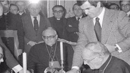 Recogida de firmas por parte de Europa Laica pidiendo la derogación de los inconstitucionales acuerdos con el Vaticano ¡de 1979!