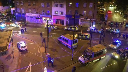 Un posible atacante islamófobo atropella a musulmanes a la salida de una mezquita en Londres