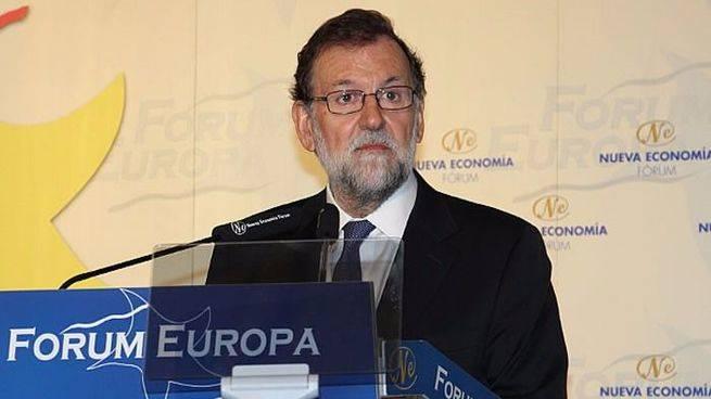 Rajoy enseña los dientes al aspirante Sánchez y le pide