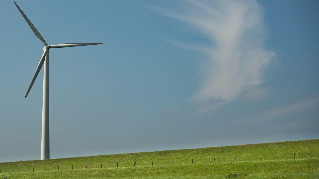 El Gobierno desaconseja a los pequeños inversores y ahorradores invertir en la subasta de energías renovables