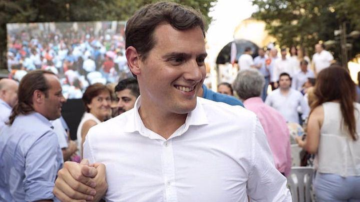Rivera se abre a pactar medidas puntuales con el PSOE pero sin hacer 'batiburrillos' de Gobierno