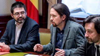 Sánchez Mato acompaña a Pablo Iglesias y Rafael Mayoral a una reunión en el Congreso