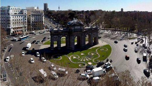 Pánico en Madrid por un hombre con un cinturón que parecía de explosivos y era de... ¡paquetes de euros!