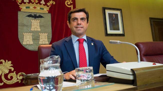Javier Cuenca dimite de la alcaldía de Albacete, el día del Patrón, por 'enfermedad no grave'